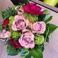 Heleä ruusukimppu