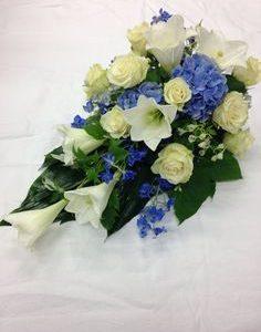 Kukkalaite ruusuista ja liljoista