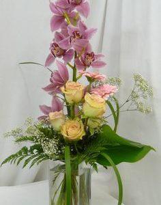 Orkideakimppu lisukkeella