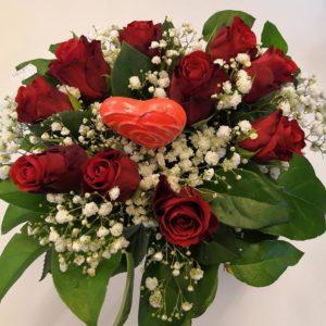 Sydämellinen ruusukimppu